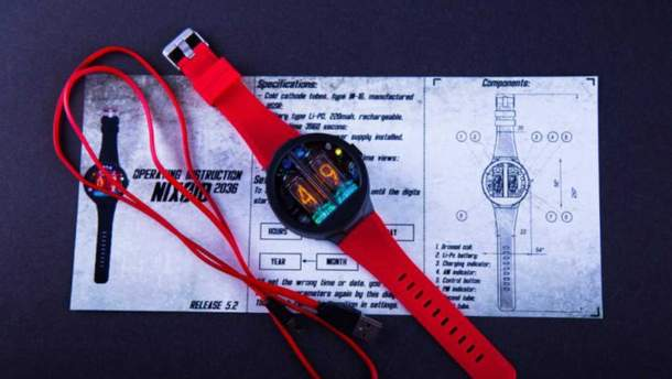Оригінальний наручний годинник із  символьних ламп