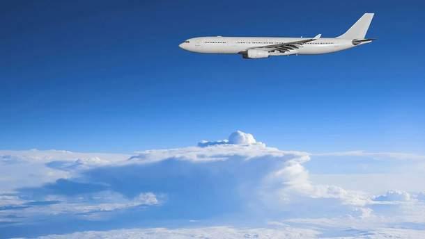 Італієць намагався вийти з літака на висоті 9000 метрів