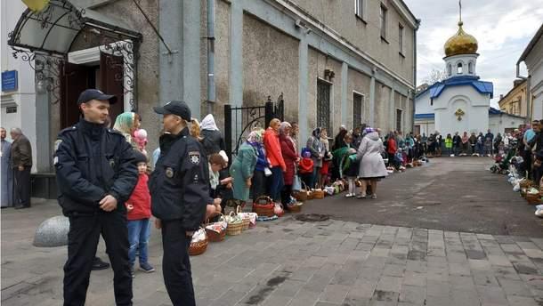 Поліцейські забезпечили безпеку під час масових заходів на Великдень