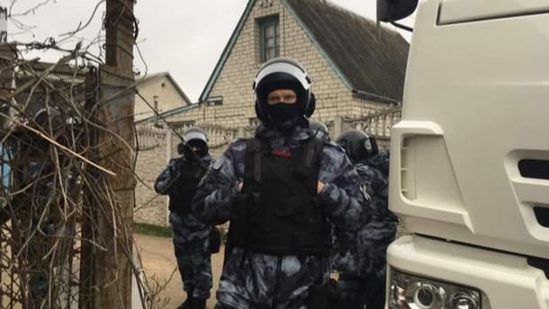 В Крыму оккупанты с оружием ворвались в дома крымских татар