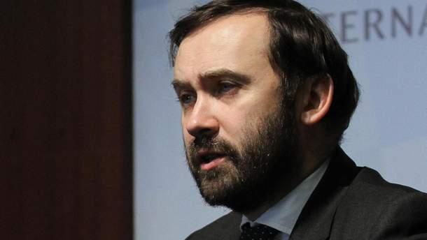 Створити видимість загрози, – екс-депутат Держдуми розкрив мету паспортів Росії на Донбасі