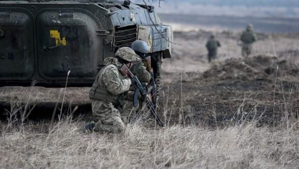 На Донбасі двоє українських військових отримали поранення