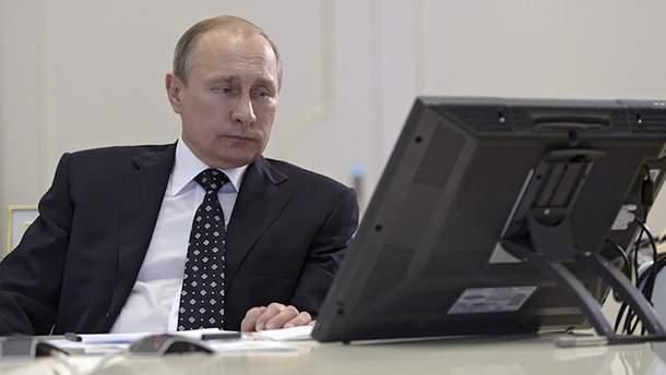 Путин подписал закон об интернете, который расширит контроль власти России над сетью