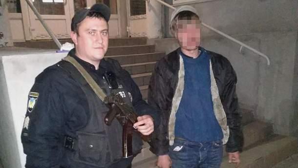 В Запорожье вор спрятался от полицейских в холодильнике