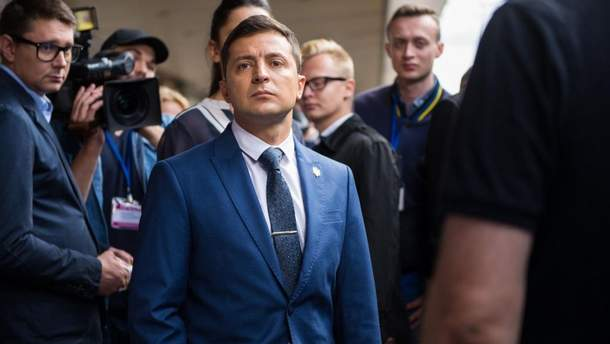 """Зеленский заявил о подготовке """"нескольких ходов"""" в ответ на паспорта России на Донбассе"""
