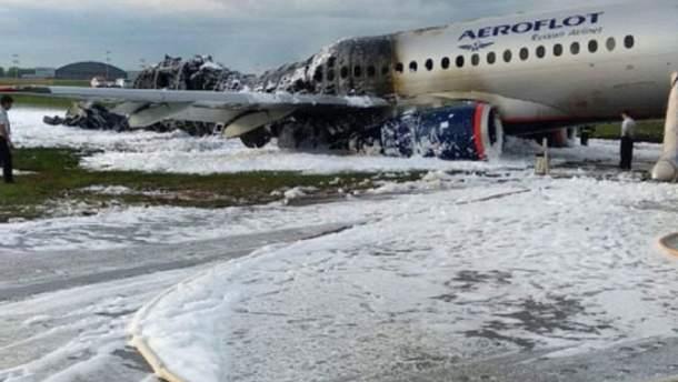 Видео с камер наблюдения показывает момент посадки самолета