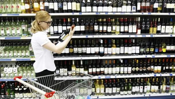 Ціни на алкоголь та цигарки знову значно зростуть