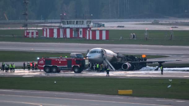 """Пасажирський літак Superjet100, який аварійно сів у """"Шереметьєво"""""""