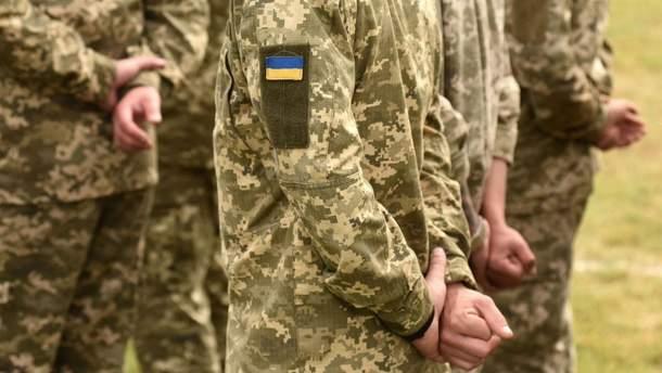 Порошенко увеличил выплаты военным на первой линии в зоне ООС