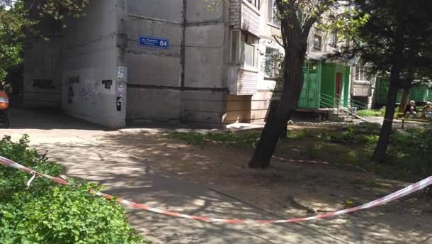 Место, где произошла перестрелка между сотрудником полиции и другим мужчиной
