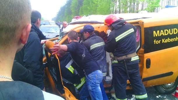 Под Киевом в аварию попали три автомобиля