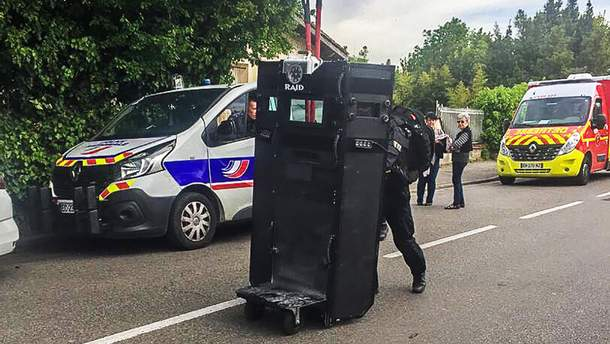 На місце захоплення заручників у Франції прибули спецпризначенці