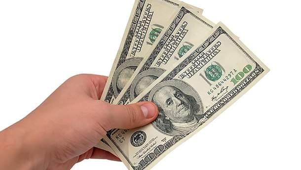 Средняя зарплата украинцев в долларах достигла уровня 2013 года