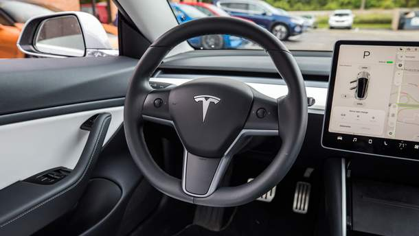 Tesla научилась сама себе заказывать запчасти