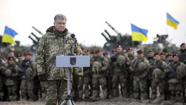 Петр Порошенко выступает перед военными