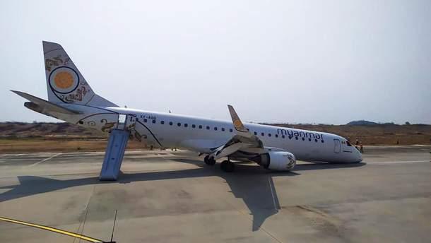 Самолет совершил жесткую посадку без переднего шасси в Мьянме