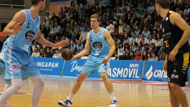 Владимир Герун (в центре)