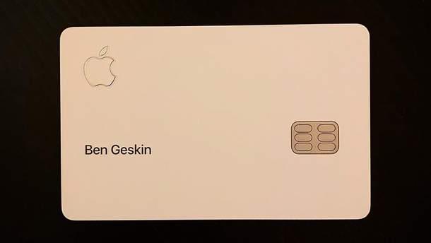 """Apple Card """"засвітилась"""" на фото"""
