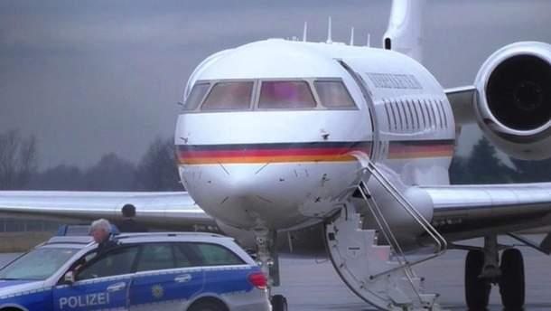 Самолет Ангелы Меркель попал в ДТП