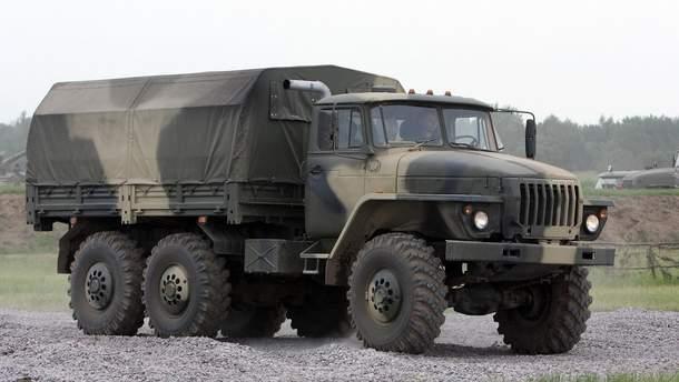 """Спостерігачі ОБСЄ зафіксували ворожий """"Урал"""" із системою глушіння мобільного зв'язку"""