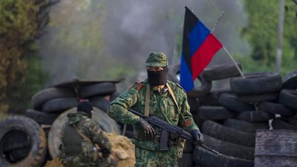 Пророссийский боевик на Донбассе – иллюстративное фото