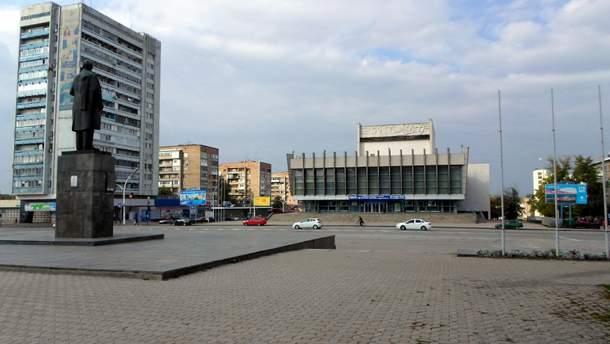 Луганск. Театральная площадь. Отгремели фанфары  и снова тишина