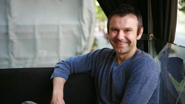 Святослав Вакарчук в своем первом видео поблагодарил украинцев