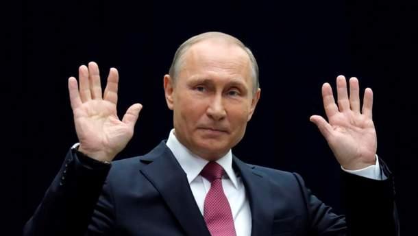 "Россиянина оштрафовали за фото надписи на стене ""Путин пи*ор"""