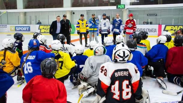 Мастер-класс для юных хоккеистов