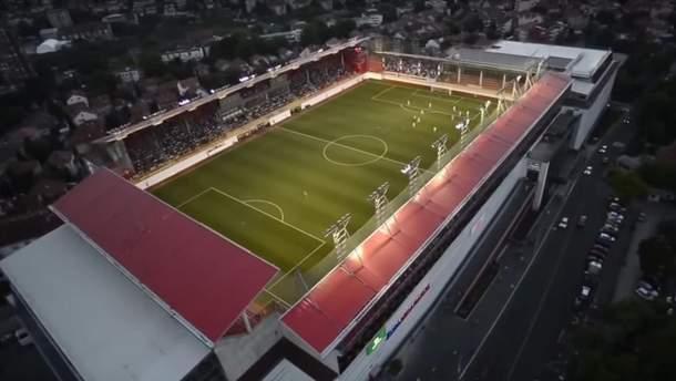 Стадион на крыше торгового центра в Белграде