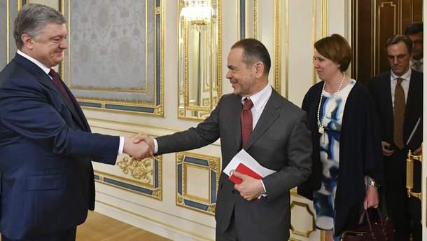 Петр Порошенко встретился с послами G7