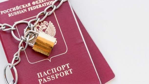 Владельцам российских паспортов с оккупированного Донбасса могут запретить въезд в ЕС