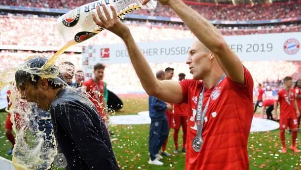 "Игроки ""Баварии"" приняли пивной душ во время празднования 29-го чемпионства: фото, видео"