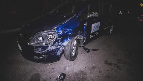 В Киеве пьяный водитель Uber чуть не сбил несколько человек и врезался в фуру