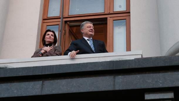 Петр Порошенко покинул здание АП на Банковой в Киеве
