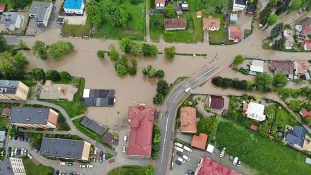Негода затопила будинки в Польщі