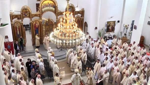 Сотні священиків з'їхалися на прощу Омеляна Ковча до Перемишлян