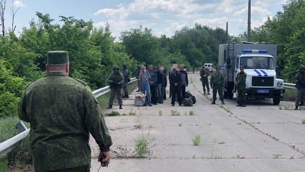 Луганские боевики передали 60 заключенных на территорию Украины