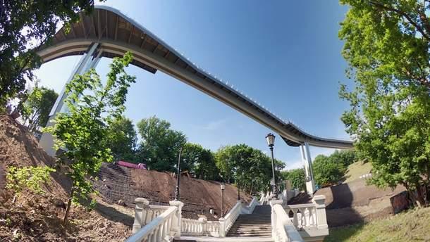 """В Киеве торжественно открыли новый пешеходно-велосипедный """"мост Кличко"""": фото и видео"""