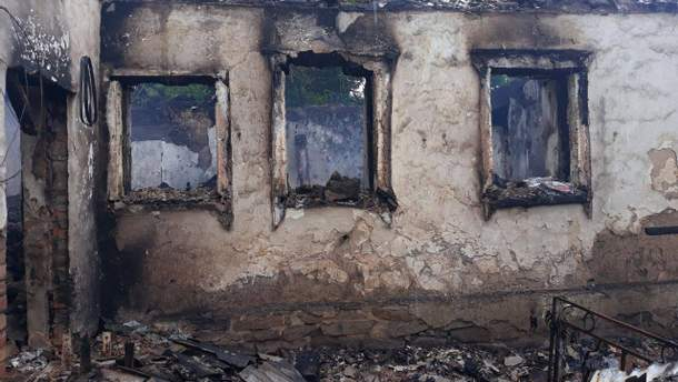 Вигорілий будинок у Верхньоторецьку