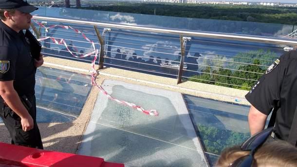 """Треснувшее стекло на """"мосту Кличко"""""""
