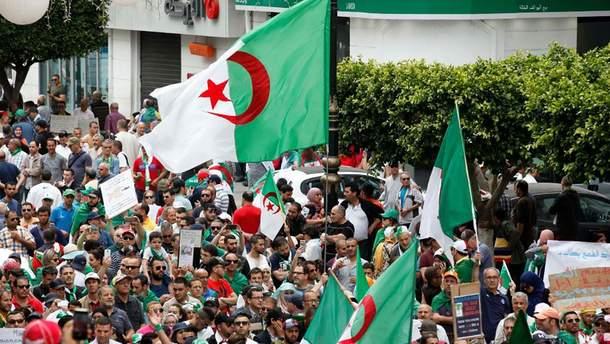Антиправительственная акция в Алжире