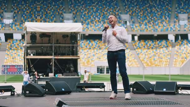 Певец Тарас Тополя о войне на Донбассе, волонтерстве и Зеленском