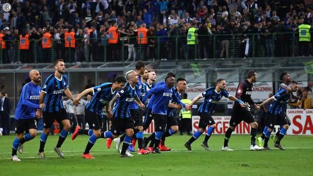 """""""Интер"""" в драматичном матче с двумя удалениями вырвал победу над """"Эмполи"""" и попал в ЛЧ"""
