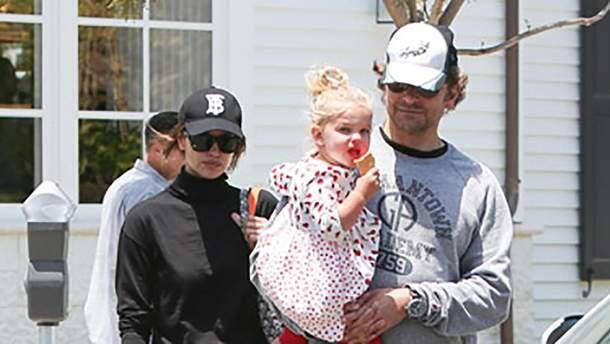 Ірина Шейк і Бредлі Купер з донькою