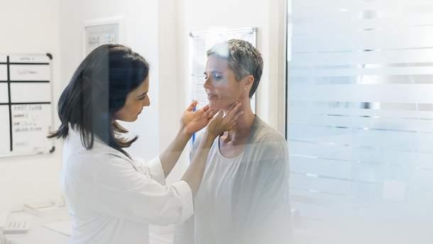 Які симптоми вказують на проблеми з щитоподібною залозою