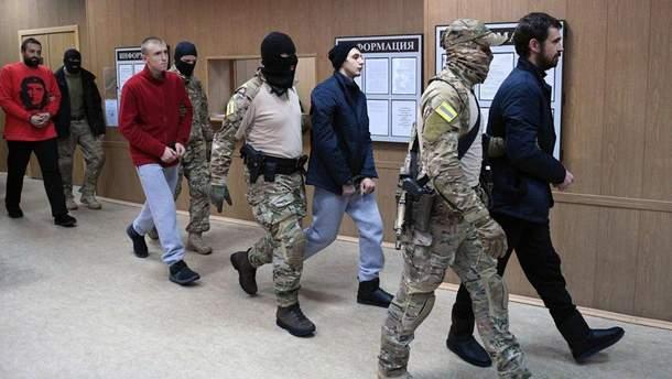 Суд у Москві залишив чинним рішення, що полонені українські моряки залишатимуться під арештом щонайменше до липня