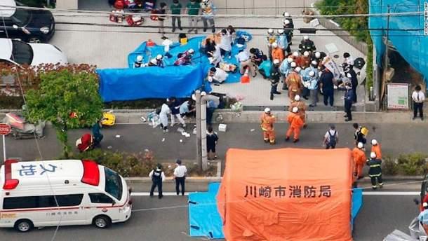 У японському місті Кавасакі чоловік з ножем напав на дітей