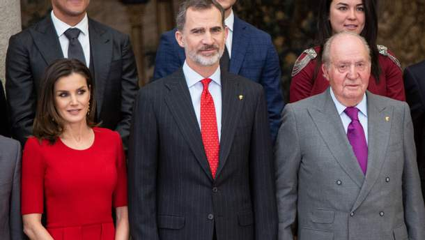 Королева Летиция с мужем Филиппом VI и его отцом Хуаном Карлосом