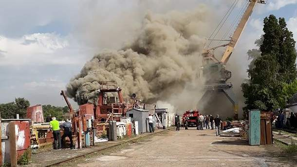 Пожар на бывшем заводе Порошенко Кузня на Рыбальском - видео